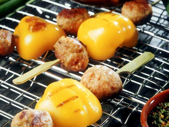 Hackfleischspieße mit Paprika vom Grill