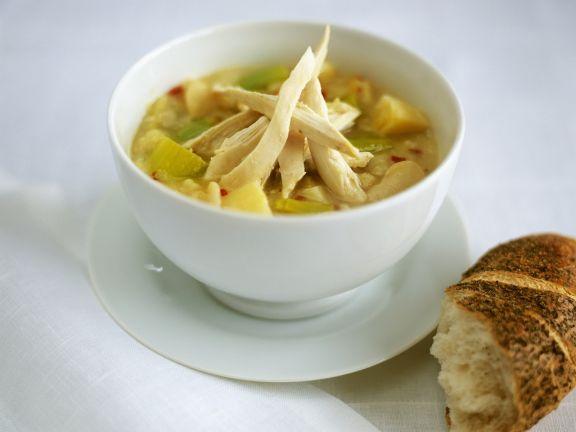 Hähnchen-Chili-Suppe mit Kartoffeln und Porree