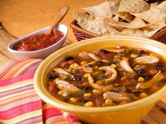 Hähnchen-Gemüsesuppe auf mexikanische Art