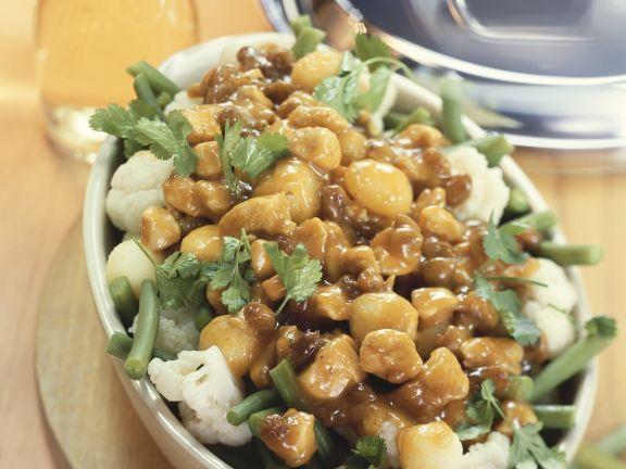 Hähnchen-Kartoffel-Curry mit Bohnen und Blumenkohl