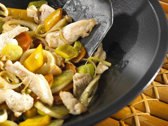 Hähnchen mit Gemüse aus dem Wok