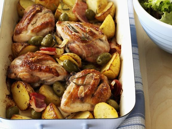 Hähnchen mit Kartoffeln, Knoblauch und Oliven