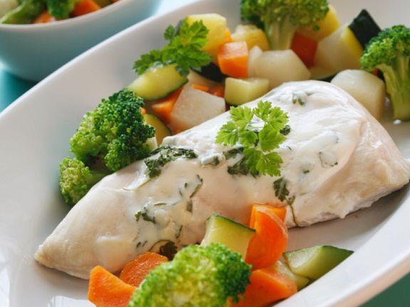 Hähnchen mit Kräutersauce und Gemüse