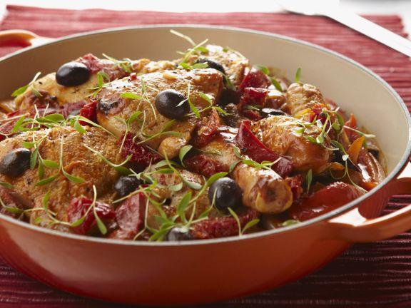 Hähnchen mit Oliven und Paprika auf baskische Art Rezept | EAT SMARTER
