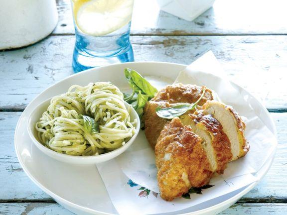 Hähnchen mit Parmesan, Pasta und Pesto