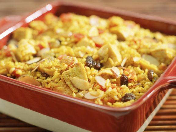 Hähnchen-Reisauflauf mit Tomaten, Mandeln und Sultaninen