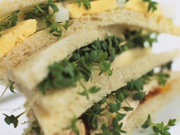 Hähnchen-Sandwich mit Ei