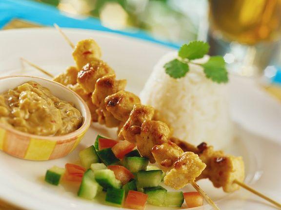 Hähnchen-Saté mit Erdnussdip