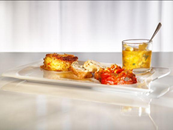 Hähnchen-Scampi-Roulade mit Okragemüse, Kokosmaisgries und Mangochutney