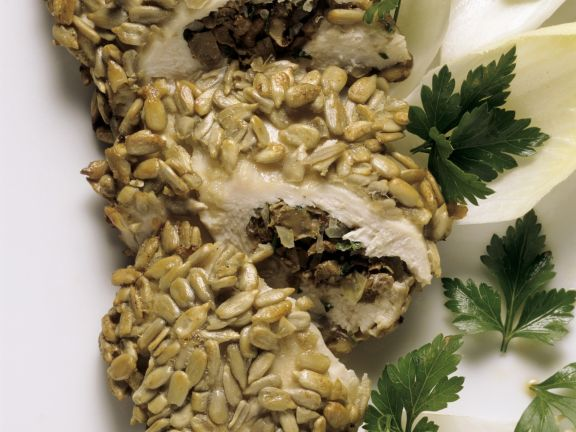 Hähnchenbrust mit Pilzen gefüllt und paniert