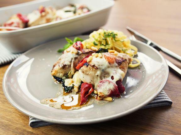 Hähnchenbrustfilets mit Paprika und Mozzarella gebacken