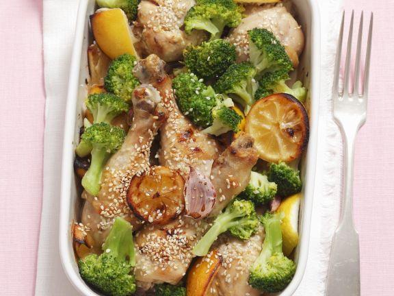 Hähnchenkeulen mit Broccoli, Sesam und Zitronen