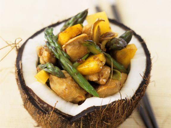 Hähnchenragout süß-sauer in Kokosnuss