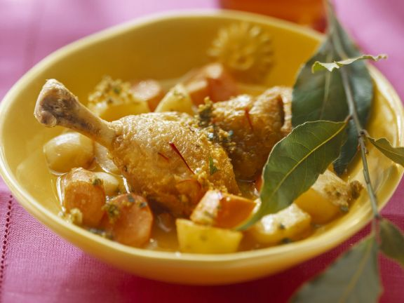 Hähnchenschlegel mit Kartoffeln, Mandeln und Karotten