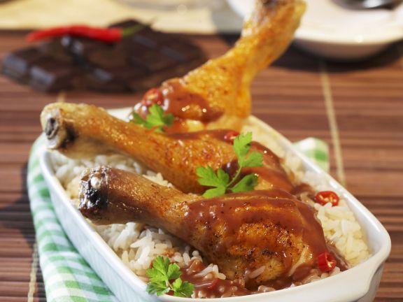 Hähnchenschlegel mit scharfer Schokosoße und Reis