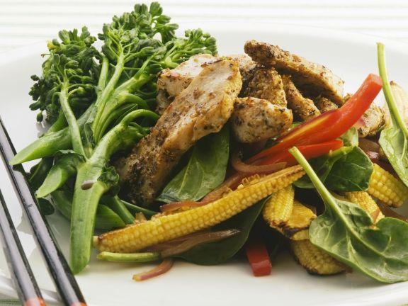 Hähnchenstreifen mit Gemüse auf asiatische Art