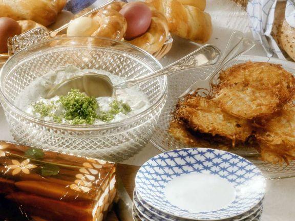 Hähnchensülze mit Rösti und Kräutercreme: