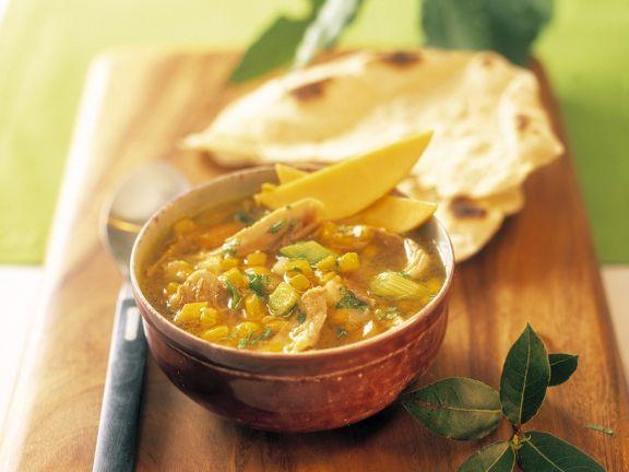 Hänchen-Currysuppe mit Mango