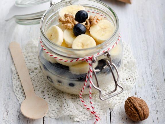 Haferflocken mit Milch und Obst