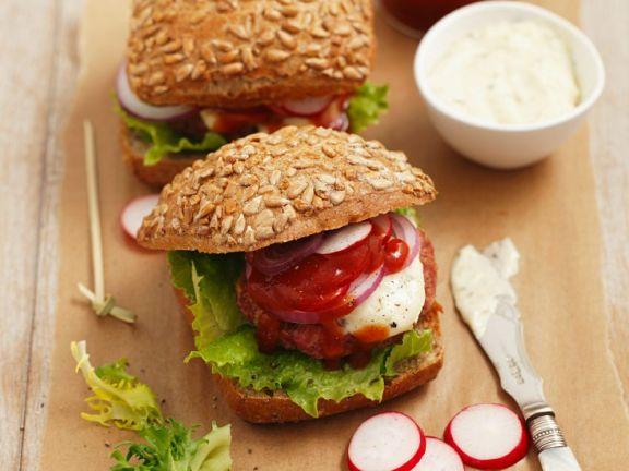 Hamburger mit Tartar und Tartarensauce