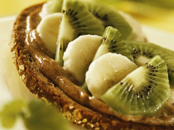 Haselnuss-Frucht-Brot
