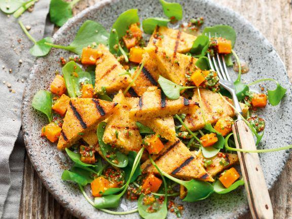 Haselnuss-Polenta mit Süßkartoffel-Portulak-Salat