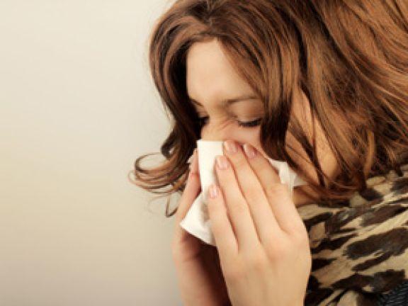 Gegen ein verstopfte Nase helfen Hausmittel gegen Erkältung