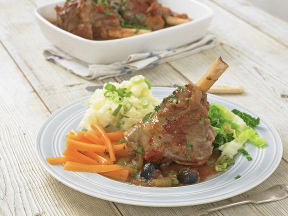 Haxe vom Lamm mit Gemüse