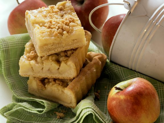 Hefe-Apfelkuchen mit Zimtstreuseln