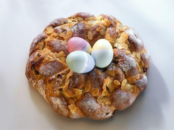 Hefe-Osterkranz mit eiern