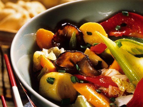 Hefeklößchen mit Wokgemüse