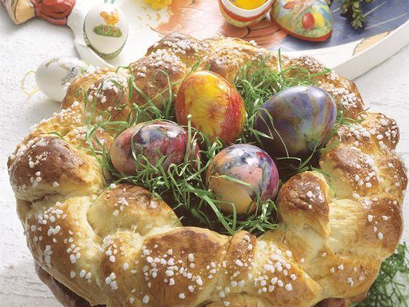 Hefekranz als Osternest mit Ostergras