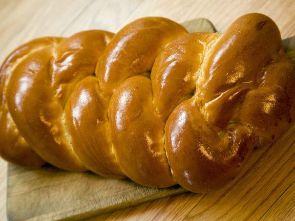 Hefezopf nach jüdischer Art (Challah)