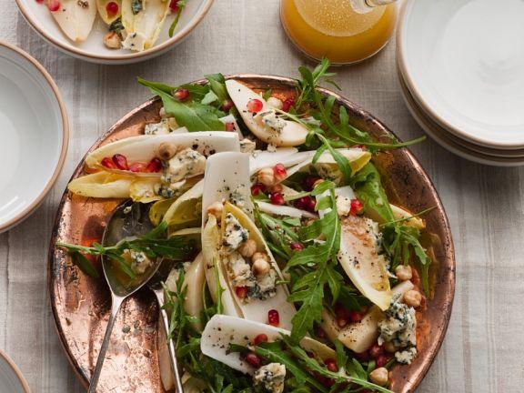 Herbstlicher Chicoréesalat mit Birnen und Käse