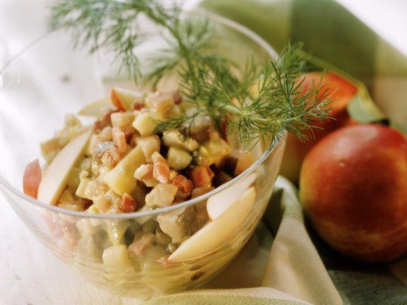 Heringssalat mit Kartoffeln, Speck und Apfel