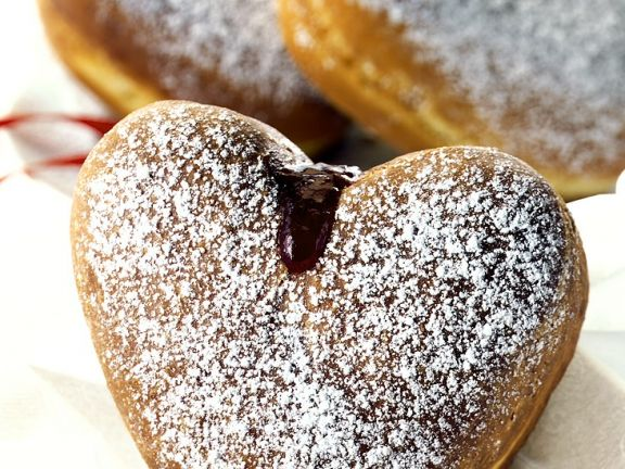 Herz-Donuts mit Marmeladenfüllung