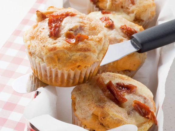 Herzhafte Muffins mit getrockneten Tomaten