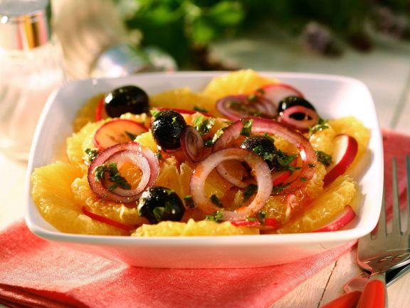 Herzhafter Orangen-Zwiebel-Salat mit Oliven