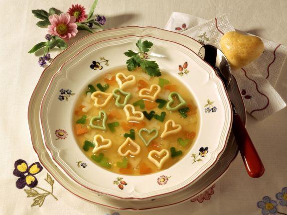 Herznudelsuppe mit Gemüse