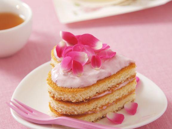 Herztörtchen mit rosa Erdbeersahne