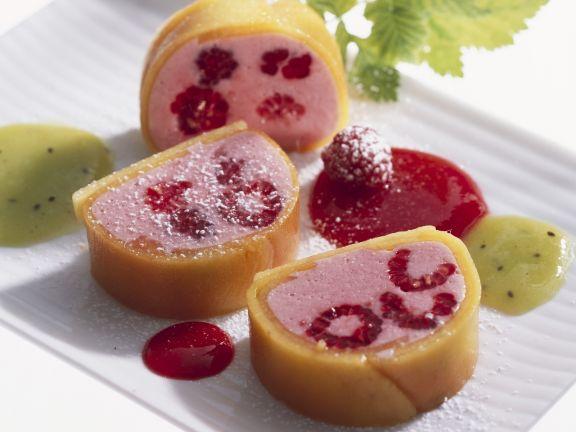 Himbeer-Mango-Parfait mit Beerensoße
