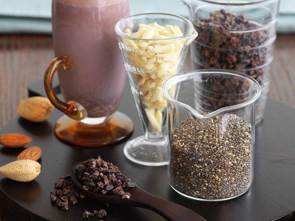 Himbeer-Milchshake mit Chia und Mandeln
