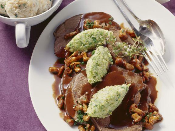 Hirschrollbraten mit Johannisbeerlikör und Schokolade