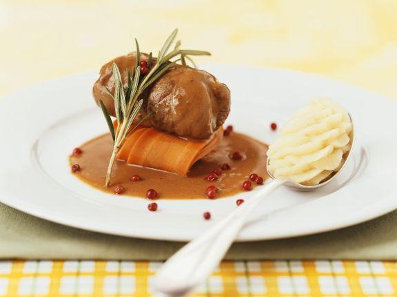 Hirschroulade mit Rotweinsauce