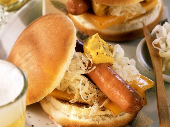 hot dog mit sauerkraut und k se rezept eat smarter. Black Bedroom Furniture Sets. Home Design Ideas