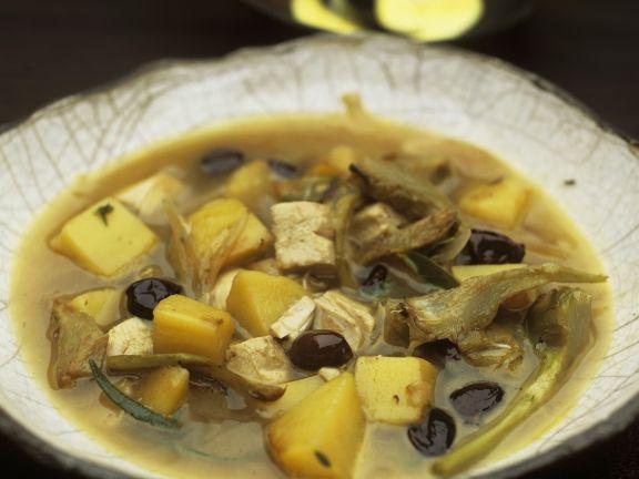 Hühnchensuppe mit Artischocken und Kartoffeln dazu Safranmayonnaise