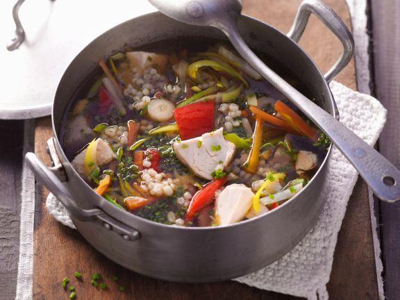 Hühnereintopf mit Graupen und Gemüse