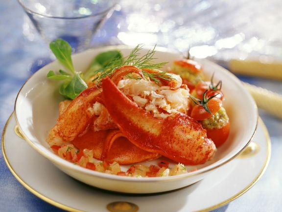 Hummer und Tomaten mit Petersilie-Krabben-Füllung