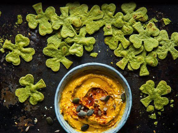 Hummus mit Spinat-Tortilla-Chips