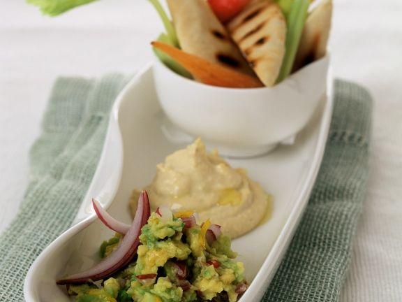 Hummus und Guacamole mit Brot
